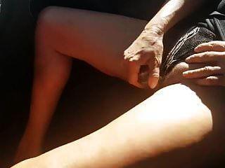 유리 아가씨를 사용하여 차에있는 영국 아내 nicole 오르가슴