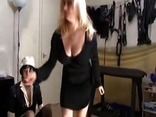 아내는 데이트 한 집을 가져와 그녀의 남편을 만난다.
