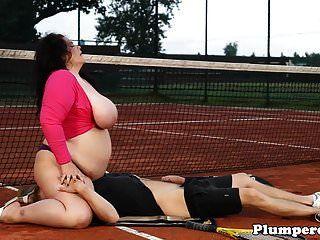 테니스 코트에서 육중 한 bbw sixtynining