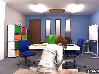 매혹적인 일본의 사무실 여자 그녀는 약한 항문 creampie있어