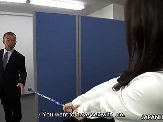 아시아 사무실 아가씨는 지저분한 creampie를 얻기 위해 마법을 사용합니다.