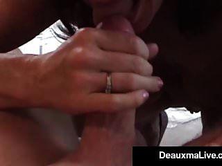 화려한 아내 deauxma는 그녀의 모든 구멍을 남비에서 가져 간다!