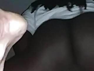 그녀가 내 검은 수탉에 대한 모든 cums 때까지 흰색 창녀가 그녀의 음부를 문질러