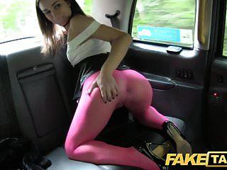 가짜 택시 스타킹에 이탈리아어 아름다움 깊은 항문 섹스를 가져옵니다