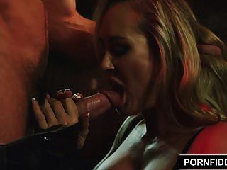 pornfidelity 브랜디는 원자 앞머리에서 얼굴을 붉히다