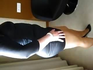 아내, 가죽 드레스 팬티 스타킹과 발 뒤꿈치