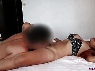 그녀는 큰 엉덩이를 가지고 있고 나는 그것을 좋아한다.
