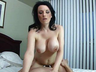busty 엄마와 대머리 아들과 함께 금기의 가정 섹스