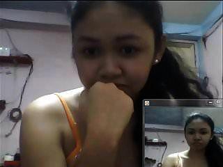 2015 년에 스카이프에 가슴을 보여주는 필리핀 소녀