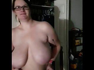 그녀의 흑 마술사를 흔들고있는 bbw 아내