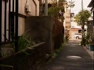 흥분한 일본 주부는 가구를 좆했다.