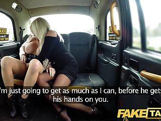 가짜 택시 거유 한 수탉 배고픈 금발 더러운 택시 삼인조