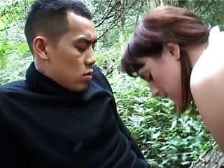 아마추어 풍만한 숲에서 아시아 사람 걸립니다