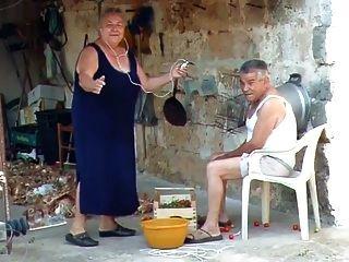 bbw 이탈리아어 할머니는 할아버지를 성교한다고 부른다.