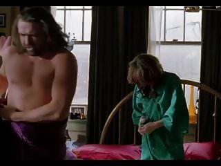 milla jovovich 명백한 토플리스 성행위, 레즈비언