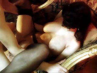 완벽한 젖가슴을 가진 가면을 쓴 여자는 스타킹에 섹스.