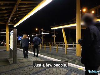 역에서 공무원 야간 야외 섹스