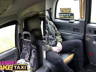 여성 가짜 택시 쁘띠 금발 낯선 사람에게 큰 섹스를 준다