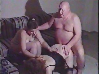 추악한 뚱뚱한 남자는 성숙한 여자를 엿 먹어.