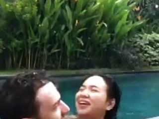 라이브 중 수영장에서 인도네시아어 씨발