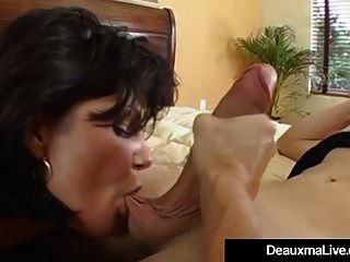 성숙한 milf deauxma는 소년 장난감으로 큰 분출 오르가즘을 가지고 있습니다!