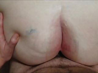 뚱뚱한 할머니가 엉덩이를 엉덩이로 가져옵니다. iii