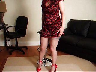 레이디 루시 빨간 드레스에