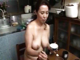 벗은 일본 엄마 큰 가슴