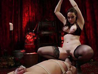 marcelo는 femdomme 여왕 샤넬 프레스턴에 의해 굴욕 당한다.