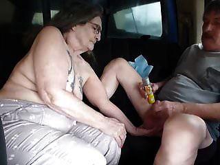 나는 창녀 매춘부 트럭에 뒷자리에 험악한 그를 데려 갔다.