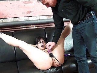 노예 창녀를위한 엉덩이와 음부에있는 딜도
