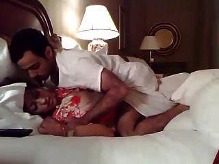 새로운 결혼 한 인도 커플 호텔에서 섹스
