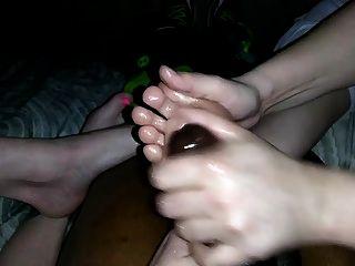 가장 친한 친구의 여동생과 엄마가 아니고 발을 가진 손놀림