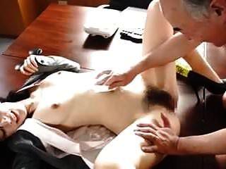 스타 527 나는 중간 나이 든 남자의 변태 섹스를 맛볼 수있다.