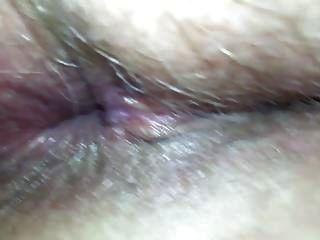 milf pussy가 위로 깊숙히 열리 며 넓은 벌레 구멍