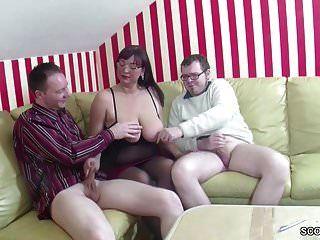 독일 엄마가 단계 아들과 친구가 3 사람과 섹스하는 법을 가르쳐