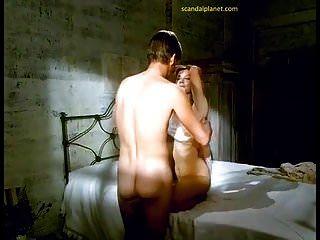 숙녀 채터 리 영화에서 유쾌한 리차드슨이 젖꼭지를 젖 혔다.
