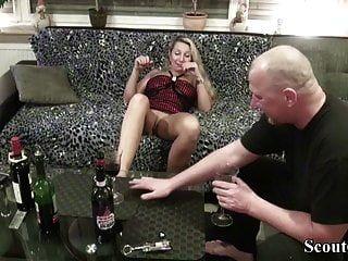 이웃, 독일인을 유혹하여 와인 시음과 섹스