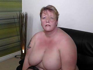 큰 뚱뚱한 성숙한 엄마는 당신의 물건을 원한다.