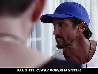 daughterswap 흥분한 테니스 여자가 stepdads 거시기를 타고