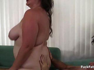 아름다운 bbw 걸레 엉덩이 때리고 앉아있는 얼굴