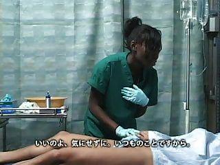 아시아 일본 남자는 병원에서 검은 흑단 여자를 좆.