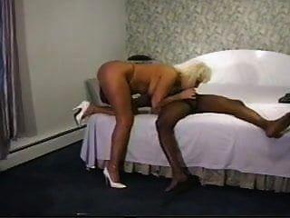 두 흑인 연인과 노예 같은 남편이있는 섹시한 아내