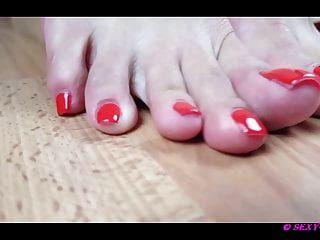 섹시한 레나와 그녀의 아름다운 발