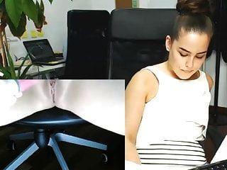 다른 사람들이 일하는 동안 그녀의 사무실에서 자위하는 비서