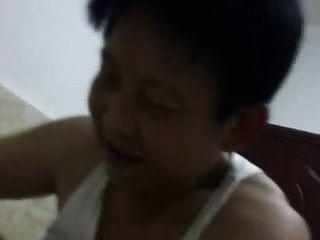 카우걸에서 그녀의 남자를 만족 시키려고 중국 할머니