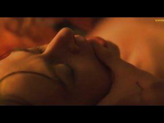 빨간 도로에 케이트 디키 오럴 섹스 장면 scandalplanet.com