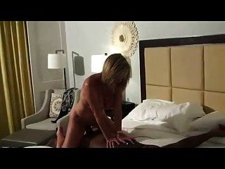 성숙한 아내가 그녀의 꽉 음부 거대한 거시기를 복용