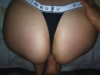pinku 가죽 끈 !! 여동생의 큰 엉덩이에 cumming !!