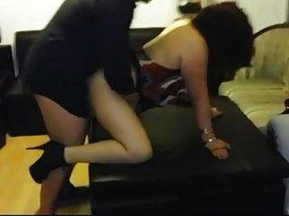 결혼 한 paulina lujan는 집 파티에서 남편의 상사를 성교 시켰습니다.